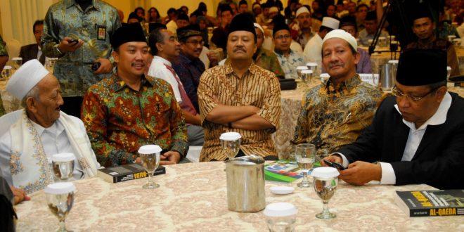 Wagub Jatim,Menpora RI Di Acara Bedah Buku Al-Qaeda Tinjauan Sosial-Politik Ideologi dan Sepak Terjang nya di Empiere Palace Surabaya