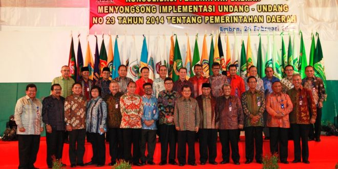 Gubernur Soekarwo bersama seluruh gubernur foto bersama dengan Wapres RI Jusuf Kalla usai membuka Rakernas APPSI 2015 di Rumah Dinas Gubernur Maluku