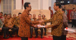 Wagub Jatim Menerima DIPA dari Presiden RI Ir Joko Widodo di Istana Negara Jakarta