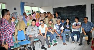 wagub jatim dan Bupati Sidoarjo mendampingi musisi SLANK mengunjungi SLB di Sidoarjo
