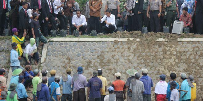 Pakde Karwo dan Presiden Jokowi dialog dengan warga
